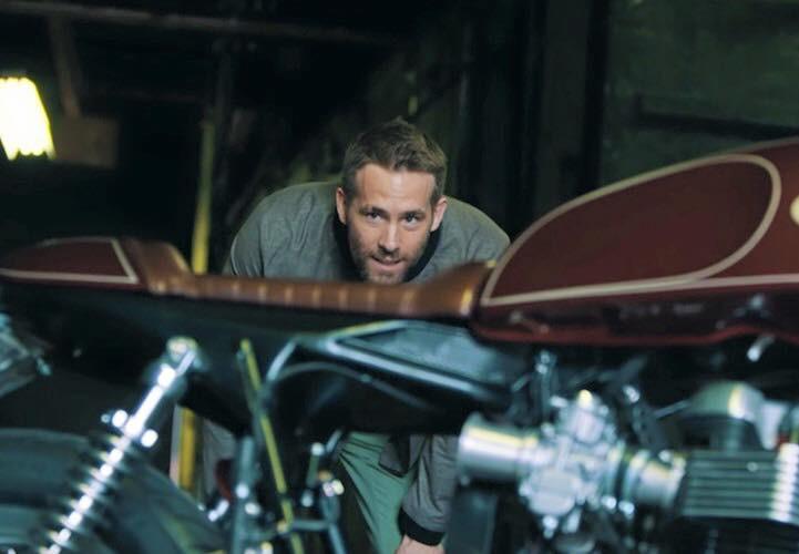 Ryan Reynolds và café racer Triumph Thruxton