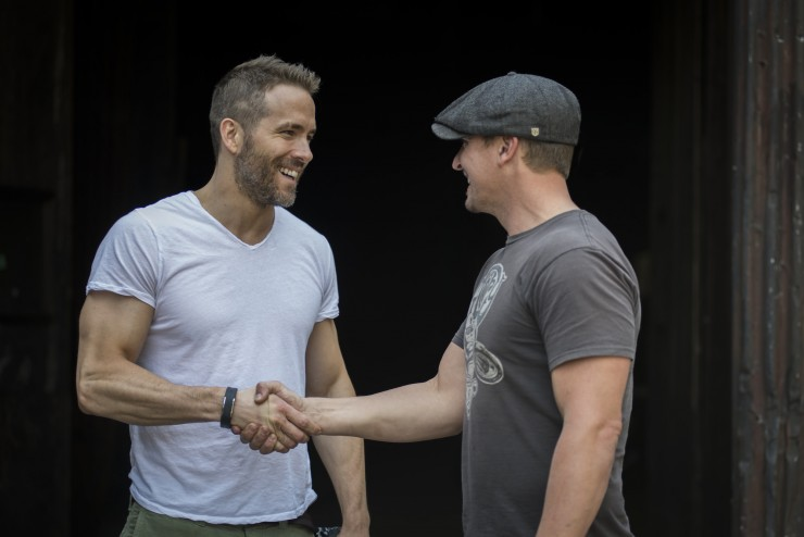 Ryan Reynolds & Triumph Thruxton cafe racer 11 - elle man