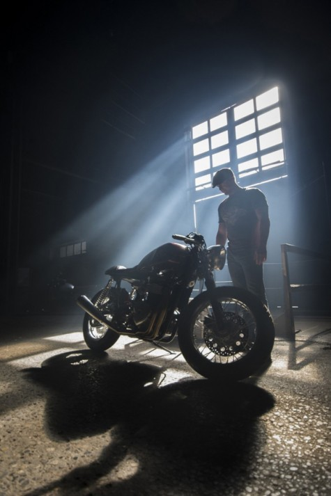 Ryan Reynolds & Triumph Thruxton cafe racer 3 - elle man