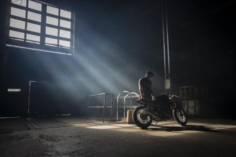 Ryan Reynolds & Triumph Thruxton cafe racer 5 - elle man