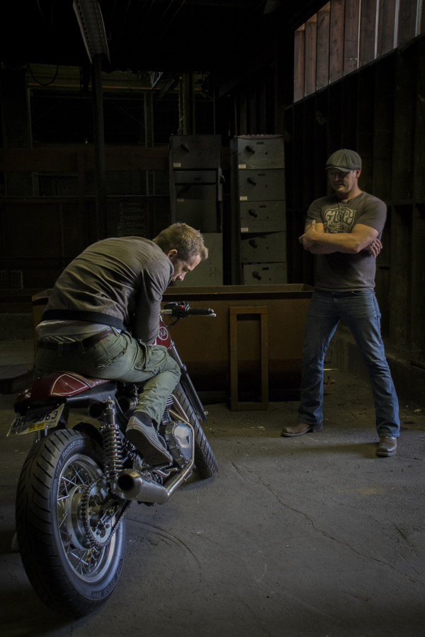 Ryan Reynolds & Triumph Thruxton cafe racer 6 - elle man