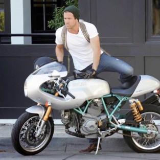 Ryan Reynolds & cafe racer 1 - elleman