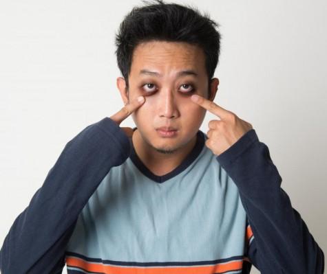 Ưu điểm của quầng thâm quanh mắt là giúp bạn đỡ mất công hoá trang khi hù ma ở Halloween
