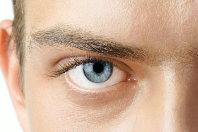 Kem dưỡng mắt đã dần trở thành một phần không thiếu trong quá trình dưỡng da cho nam giới