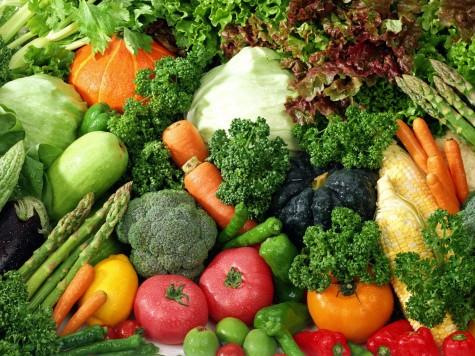 Vitamin K có nhiều trong các loại rau xanh, nho và dâu
