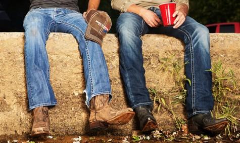 7 xu hướng thời trang giày nam nên tránh - cowboy boots - elleman 1