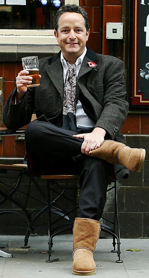 7 xu hướng thời trang giày nam nên tránh - ugg boots - elleman 1