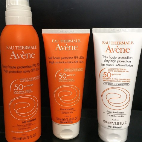 Avene nổi tiếng với những dòng kem chống nắng broad spectrum phù hợp với da nhạy cảm (sensitive) và mẫn cảm (intolerance) từ SPF 30 tới SPF 50