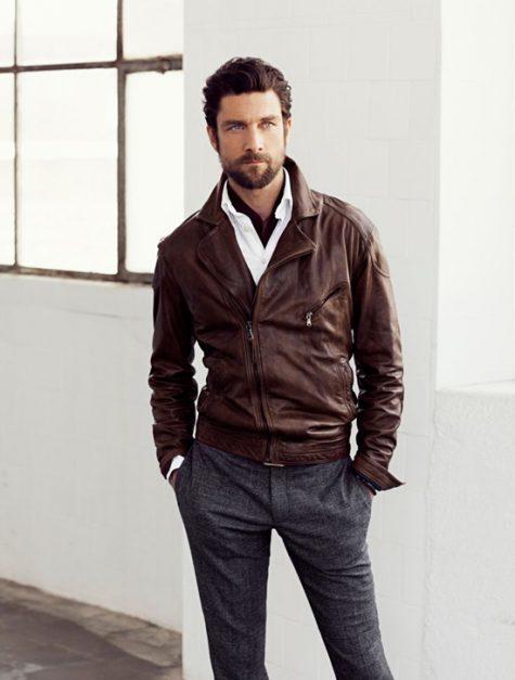 5 phong cách thời trang cực chất phối cùng màu trung tính - tan jacket + grey trousers 1 - elle man