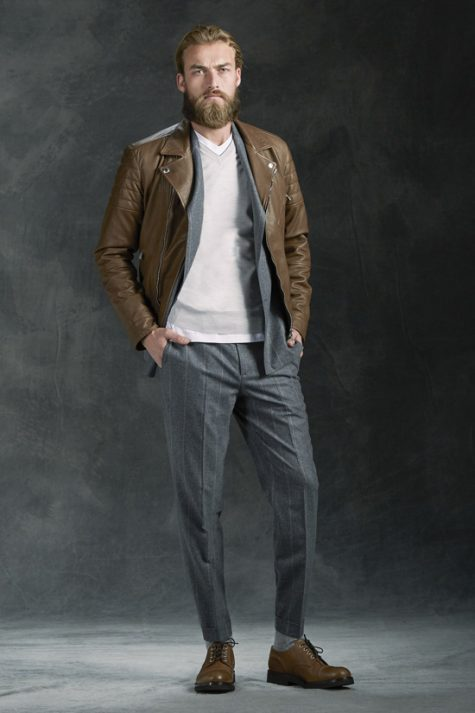 5 phong cách thời trang cực chất phối cùng màu trung tính - tan jacket + grey trousers 3 - elle man