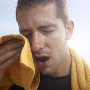 Hạn chế tình trạng chảy mồ hôi và mùi cơ thể