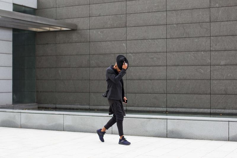 phong cach thoi trang all-black - giày - elle man 2