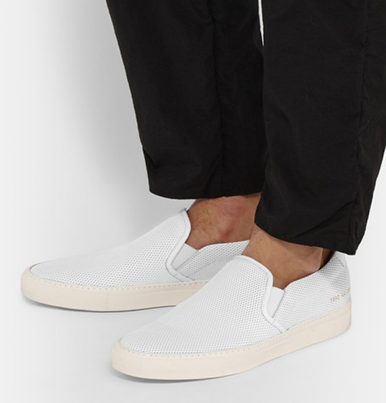 5 kieu giay the thao - slip-on - Common Projects perforated leather slip-on - elle man