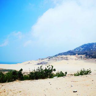 Du lịch biển: Cà Ná và dải lụa xanh thẳm