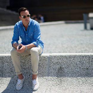 7 cách mặc áo sơmi nam màu xanh dương