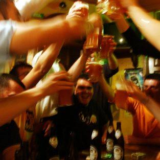 Dùng rượu bia thoải mái nhưng đúng cách không hề khó