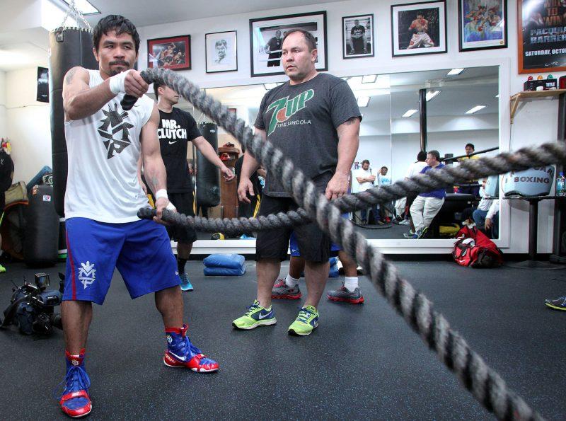 7 bí quyết đấu quyền Anh của Manny Pacquiao, tập với dây thừng.
