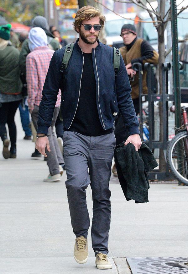 phong cach thoi trang Liam Hemsworth - bomber 3 - elle man