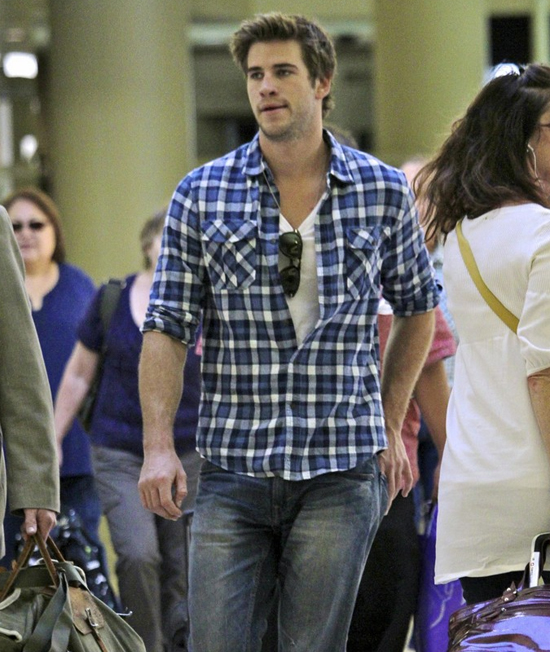 phong cach thoi trang Liam Hemsworth - flannel 1 - elle man