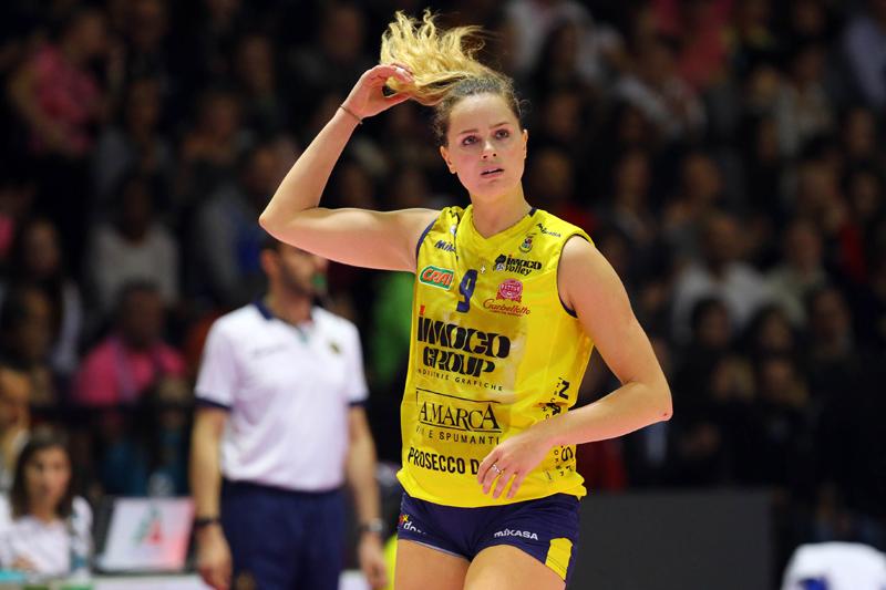 Olympics-Rio-2016-Kelsey-Robinson-1-elle-man