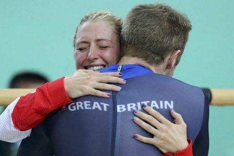 Laura bật khóc khi Jason đoạt huy chương vàng cuối cùng trong chung kết nội dung Keirin