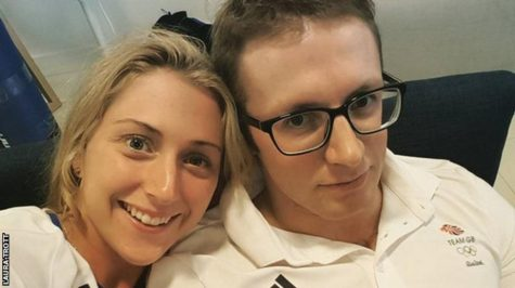 Jason và Laura thông báo tin đính hôn trên instagram.