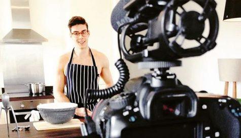 Topless baker - Chàng trai mảnh khảnh thành thợ làm bánh tài năng