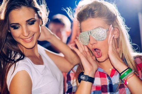 Chuyện hẹn hò: Cách nhận diện những cô nàng rắc rối
