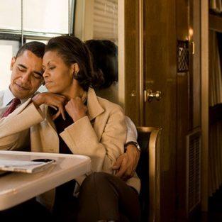 Chuyện tình yêu của vợ chồng tổng thống Obama qua ảnh