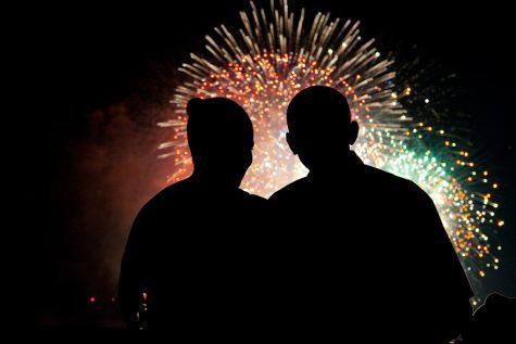 Vợ chồng Tổng thống Obama ngắm pháo hoa vào ngày lễ quốc khánh Mỹ năm 2009