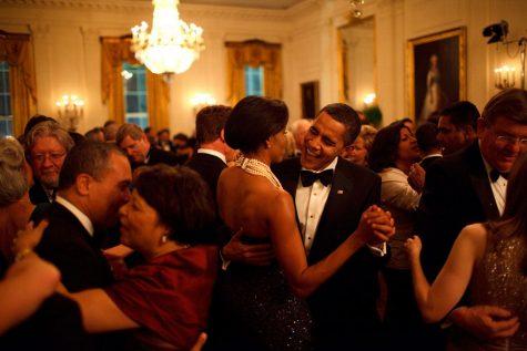 Vợ chồng Tổng thống khiêu vũ tại tiệc Governors Ball năm 2009