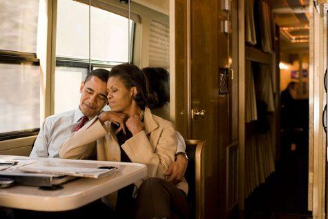 Vợ chồng Tổng thống trên một chuyến xe muộn sau đêm vận động tranh cử cuối cùng tại New Hampshire vào năm 2008