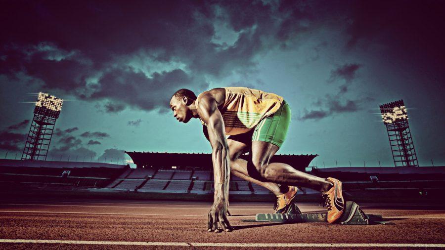 Usain Bolt vào tư thế chuẩn bị chạy.