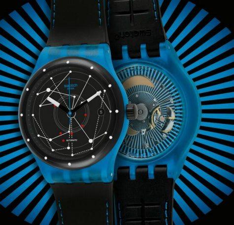 đồng hồ nam Swatch vỏ nhựa trong suốt màu xanh.