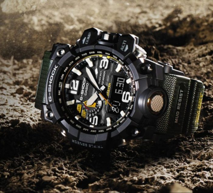 đồng hồ nam: đồng hồ G-shock màu đen.