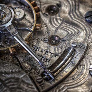 Thú chơi đồng hồ cổ - Nâng niu giá trị lịch sử