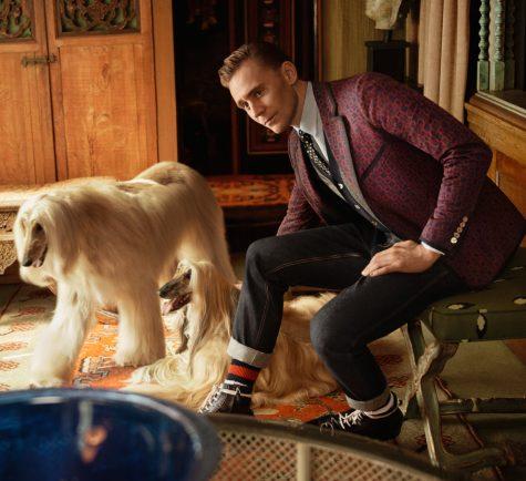 Với vóc dáng cao lớn, khuân mặc góc cạnh và đôi mắt hút hồn, Tom Hiddleston có thể đốn ngã bất kỳ cô gái nào, nhất là trong những bộ suits.