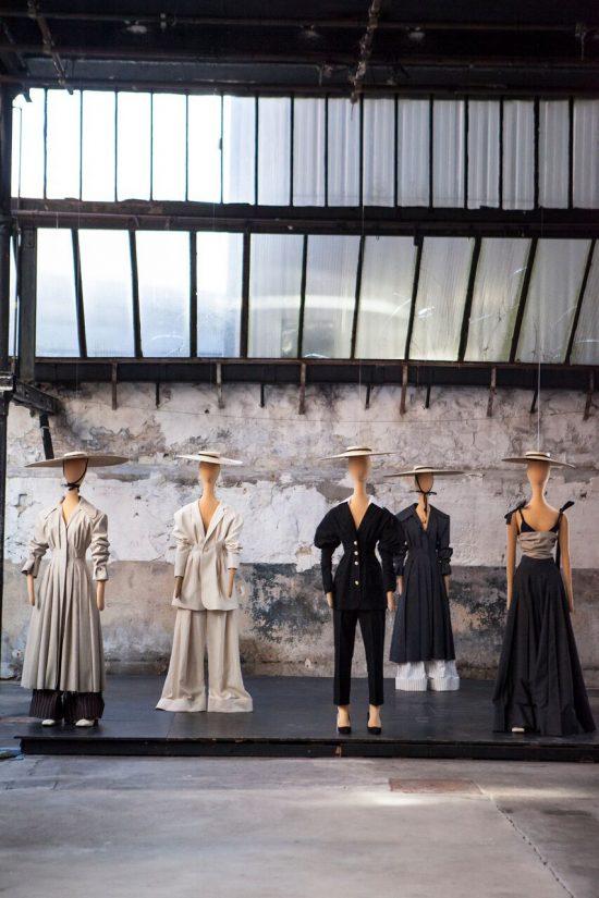 Simon Porte Jacquemus, các thiết kế và mannequin của Spring 2017.