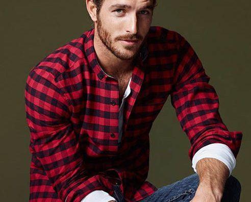 Bật mí tuyệt chiêu diện áo sơ mi kẻ cho chàng trai mùa thu: ca-rô đỏ đen.