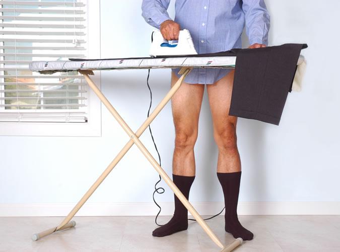 6 lỗi thường gặp khi tậu đồ vest nam mới: ủi đồ sau khi mặc.