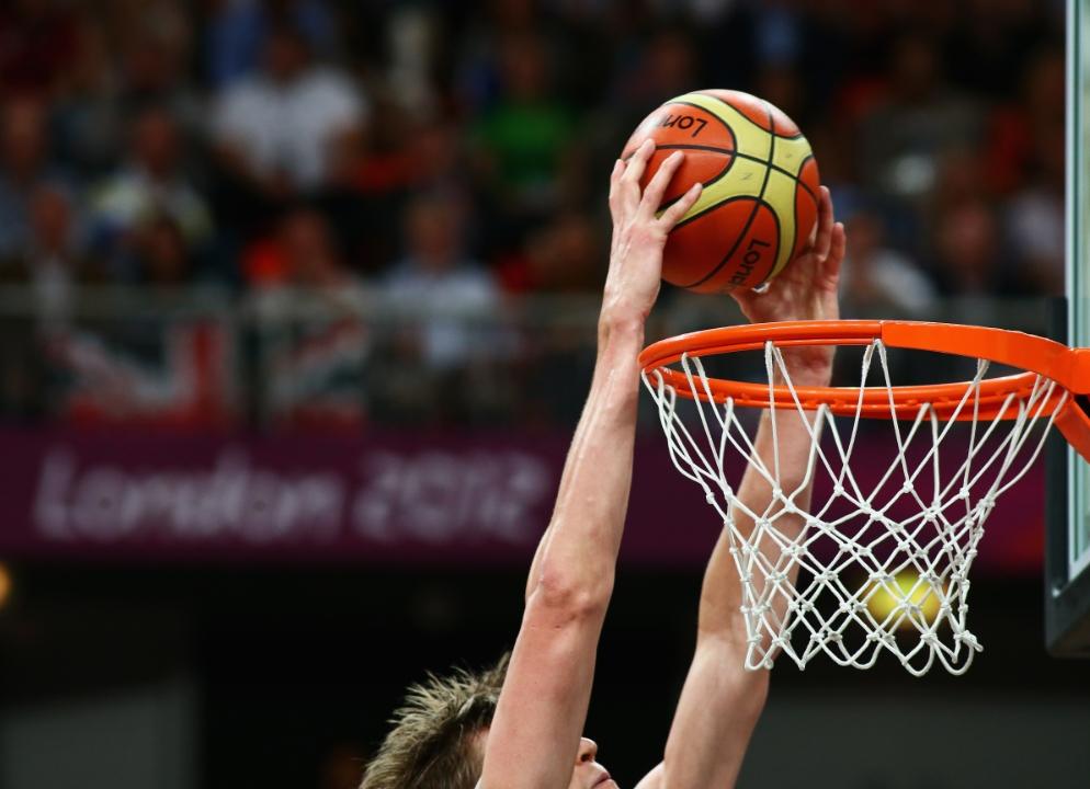 Tập thể dục có giúp tăng chiều cao: chơi bóng rổ.
