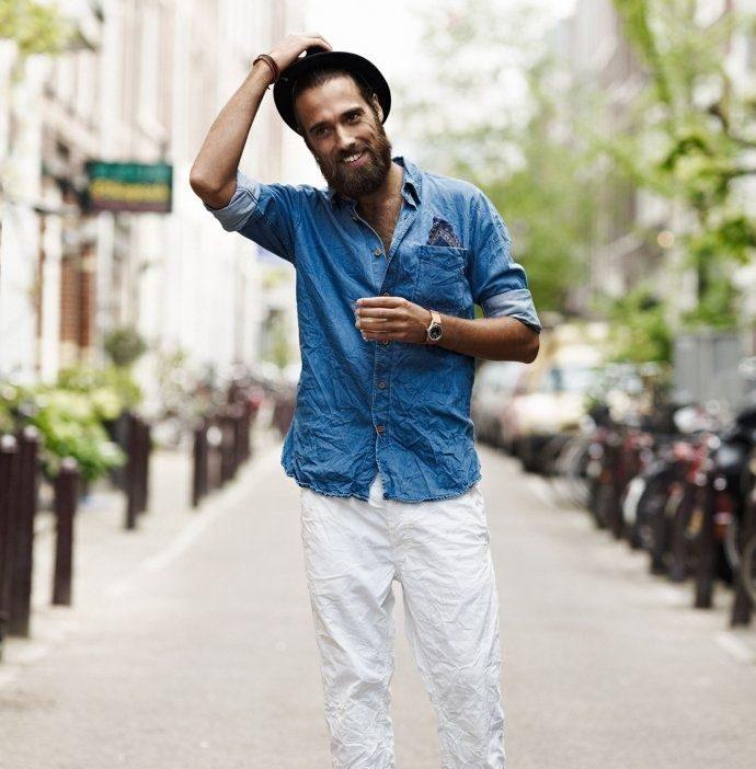 Nhẹ nhàng với quần denim trắng cùng áo denim xanh cổ điển