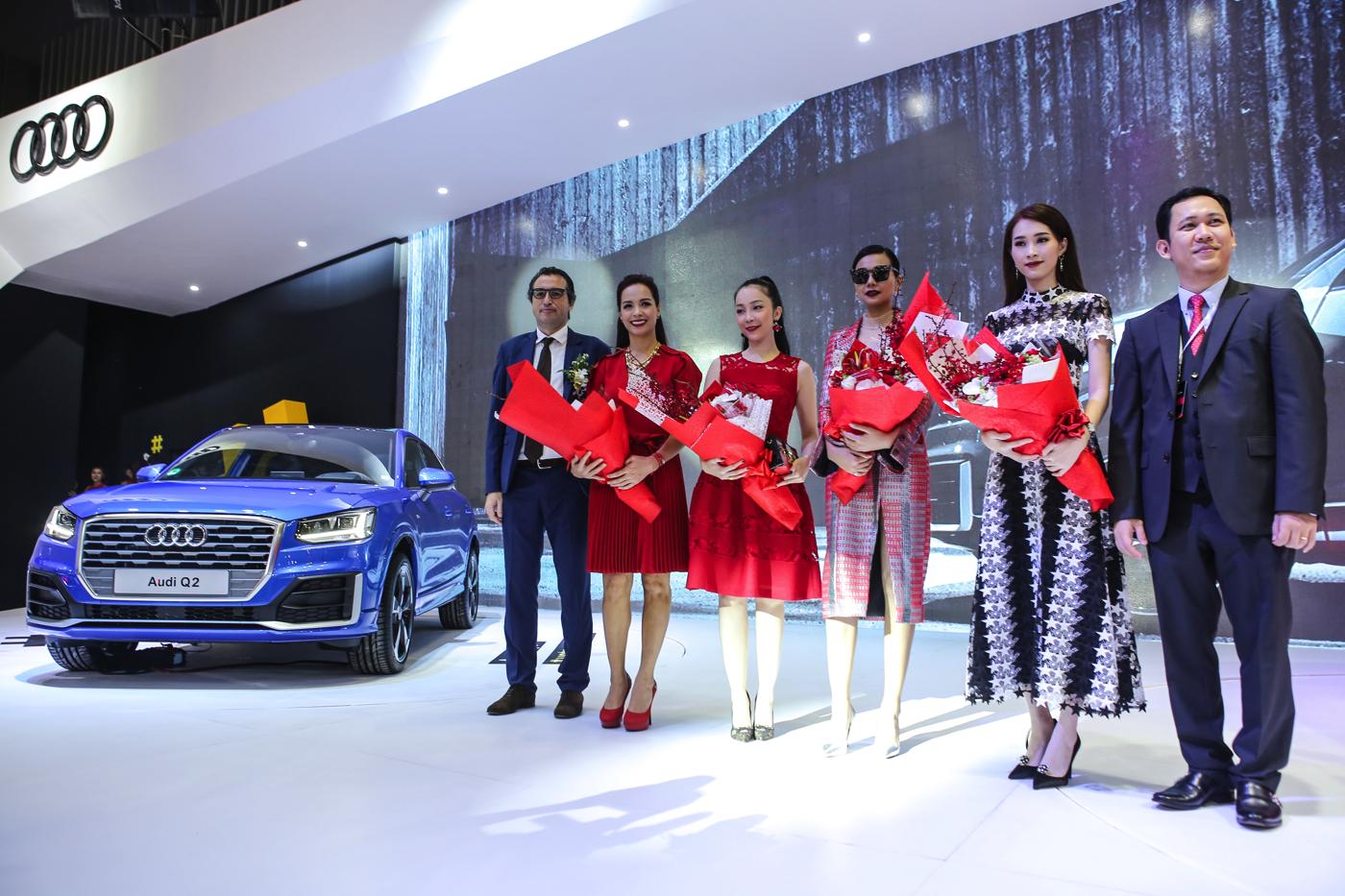 Audi Q2 cùng dàng sao trong sự kiện.