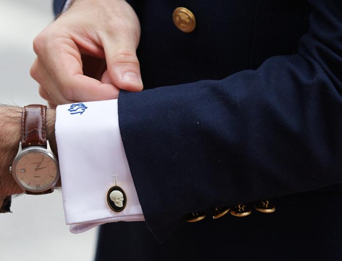 quy tắc cài nút đồ suit nam: suit cuffs.