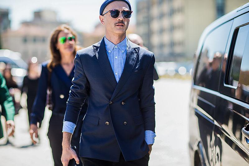 quy tắc cài nút đồ suit nam: suit 2 hàng nút, lọa 4 nút.