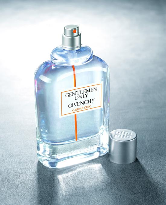 nước hoa nam mùi gỗ: Givenchy Gentlemen Only Casual Chic.