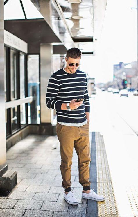 Quần kaki nam, item không bao giờ lỗi mốt: Áo len kẻ sọc.