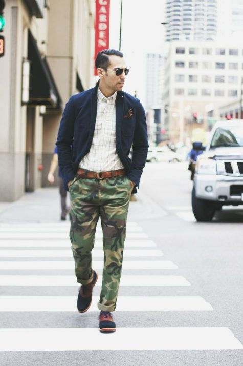 Quần kaki nam, item không bao giờ lỗi mốt: thời trang lính.