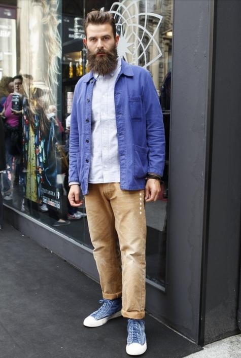 Quần kaki nam, item không bao giờ lỗi mốt: râu quai nón đẹp.