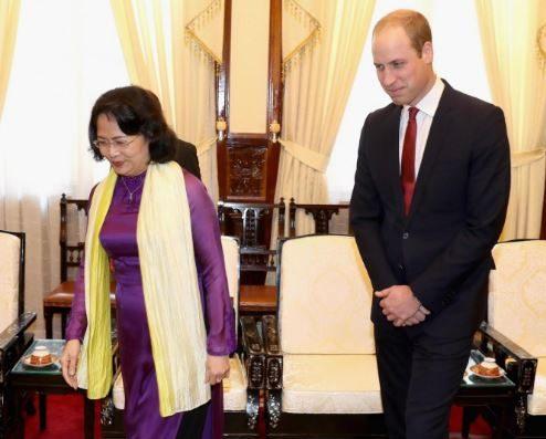 Hoàng tử William và Phó thủ tướng Đặng Thị Ngọc Thịnh.